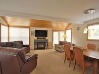 3 Bedroom home pet friendly Wi-fi and a peek-a-boo view of Haystack Rock