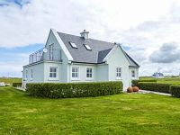 This detached cottage is near the town of Belmullet and can sleep six people in three bedrooms