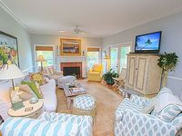 Beautiful and Bright Beach House 5 Minute Walk to the Beach Water Views SM08