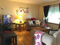 3-bedroom house with deck large fenced-in yard Near downtown UNO Creighton