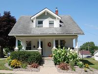 2 Bedroom Downtown Bungalow- Must see