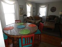 Historic 2 Bedroom Sleeps 6 Tastefully Decorated AC apartment