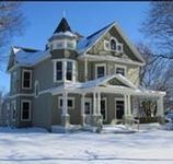 This 4 bedroom inn is located in a quiet community 20 min from West Des Moines