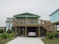 2 bedroom 1 bathroom short walk to nice clean beach in west end of Galveston