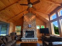 Luxury 4 Bed 4 Bath Home with Beautiful Mountain Views Close to Everthing