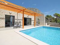 Villa Oslo with private heated pool 300m far from sandy beach free wifi