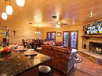 4 Bedroom 4 Bath Cabin Sleeps 12