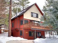 Private Quiet Foresty Cozy Non-Smoking Mountain-style with Flat Driveway