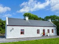 A traditional two hundred year old cottage with stunning views Open plan living area Solid fuel stove Great touring base on Ring of Kerry and Wild Atlantic Way Waterville 3 miles