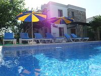 Perfect family holiday villa with private pool and garden right in the centre