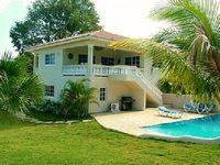 Villa Vacation Rentals 4 bedrooms 3 bathrooms sleeps 8