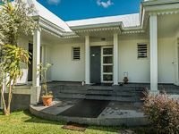 Pleasant villa with pool in Manapany baths Secure Basin