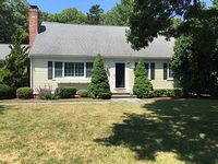 One mile to Dowes Beach And Osterville Village close by Sleeps 12