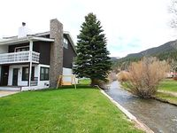 Claim Jumper Townhouse 12 - Corner Unit on the River Next to Ponds Ski In Out WiFi Washer Dryer