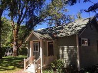 1 bedroom 1 bath full kitchen A few mins from Rogue River and Del Rio Winery
