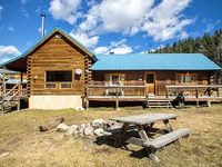 Wiggins Cabin - Upper Valley Home with River Access Fire Pit Satellite TV Washer Dryer