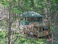 Unique 3BR Gatlinburg Cabin w Foliage View Decks