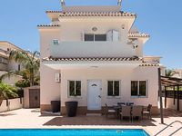 Villa Lucia - Luxury 3 Bedroom Villa with Private Pool and Roof Terrace