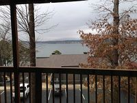 Lake Hamilton 2 Bedroom 2bath condo Sleeps up to 6 lake view balcony