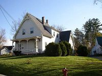 1874 Victorian 3 Bedroom 2 bath hottub Great location to all local attractions