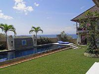 Villa in Padang Padang 5 bedrooms 4 bathrooms sleeps 10