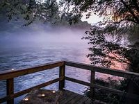 MISTY RIVER- 2BR 2BA CABIN ON THE TOCCOA RIVER HOT TUB WIFI PET FRIENDLY FIRE PIT WOOD BURNING FIRE PLACE GAS GRILL SLEEPS 4 STARTING AT 135 A NIGHT