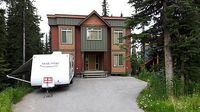 Deluxe 5 Bedroom 4 Bath Home Directly on the Ski-Way