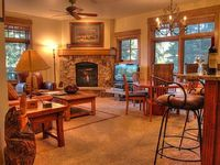 Modern Luxury Ski in Ski out 2 Bedroom Living in Lone Eagle