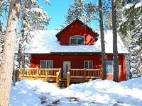 Executive-Style 5BR Black Hills Cabin w Spacious Game Room Private Hot Tub on the Deck