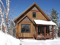 Serene 4BR Black Hills Cabin on a Quiet Lot w Private Hot Tub BBQ Spacious Deck