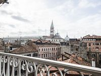 Penthouse with views of St Mark s bell tower wi-fi 1 double bed bed 1divano