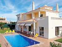 Centrally located villa in popular area with 4 en suites barbecue and Wi-Fi