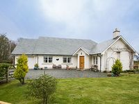 RUNGLEE - Sleeps 4 sitting in a peaceful country hamlet with lovely views