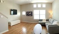 MODERN 2 2 TOWNHOUSE IN GATED COMMUNITY 2 5M FROM NRG STADIUM 6M FROM DOWNTOWN