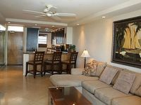 Stunning Remodeled 2 Bedroom Penthouse - Starting 300 nt - Royal Mauian 607