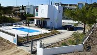 Fully detached 2 bedroom villa with pool garden and superb sea view