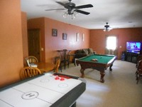 Luxury Cabin w Hot Tub Pool Table Air Hocky Internet Access