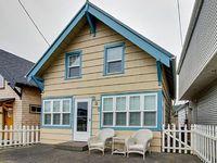Peaceful cozy home in the heart of Rockaway Beach