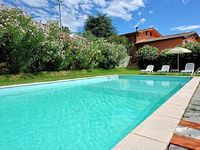 Sleeps up to 14 guests beautiful private swimming pool perfect location