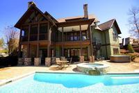 Escape Mountain at Creek -Profitez Vues fantastiques de Bright tandis que la piscine de d tente