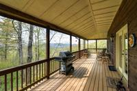 Reduced Weekly Rates New Listing Catspaw Cabin Dazzling 3BR Cullowhee House w Wifi Private Deck Breathtaking Smoky Mountain Views - Close to Several Local Attractions