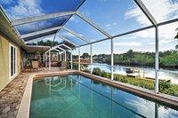 2BR Maison w piscine priv e et bain remous