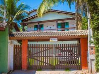 House with 7 bedrooms located in a secure condominium Guaratuba beach