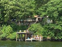 4 Bedroom 2 Bath Room 2500 Sq Ft House On The Lake With Your Own Dock