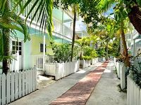 2B Truman Annex Townhouse with En Suite Baths and wonderful deck w gas grill