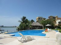 Villa 4 Bedrooms 5 Baths Facing The Lagoon