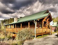 Spacious Log Cabin In The Heart of Pigeon Forge Game Room Hot Tub 65 tv
