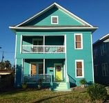 Charming Spacious Home -1 Blk From Seawall 4 Bed 2 Bath