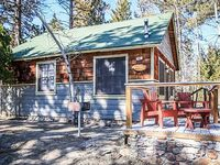 Lupine Cabin Cozy 2 BR Lakeside Resort Cottage BBQ