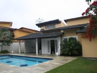 House with 3 bedrooms 1 en suite pool air cond Grill oven